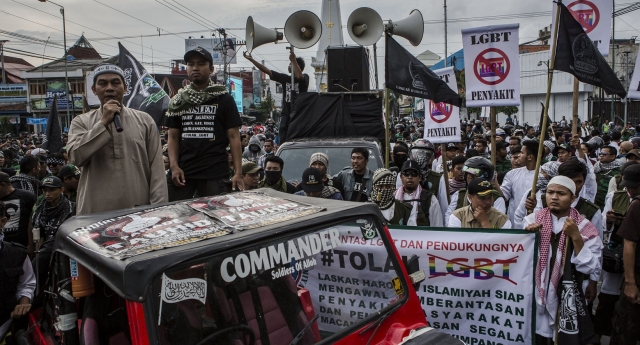 YOGYAKARTA, INDONESIA - FEBRUARY 23: Anti-LGBT activists protest on February 23, 2016 in Yogyakarta, Indonesia. Indonesia ministers and religious leaders have taken additional steps to denounced homosexuality, LGBT websites had been blocked and hardliners launched anti-gay raids over recent weeks. Indonesia saw its former communications minister calling for the public to kill any gay people they find and the leading psychiatric body describe transgenderism as a mental disorder. Homosexuality and gay sex are not illegal in Indonesia but the world's largest Muslim country has been increasing meeting intolerance from the Indonesian public. (Photo by Ulet Ifansasti/Getty Images)